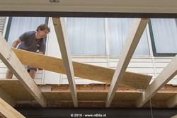 Het dak gaat er op!